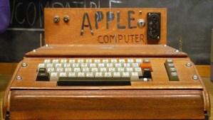 Apple 1 con il caratteristico involucro in legno
