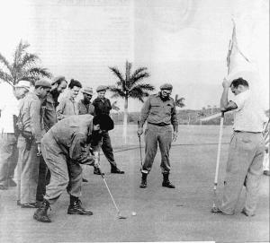 Fidel-Castro-e-Che-Guevara-giocano-a-golf